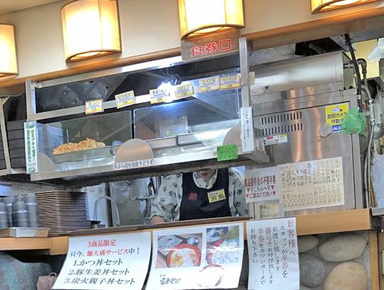 190814富士大塚厨房作成中3.jpg