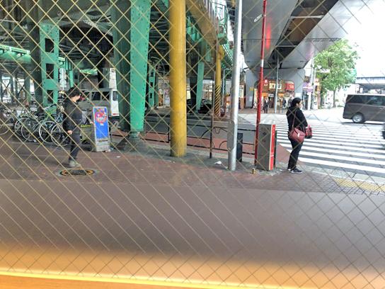 191109かのや新橋銀座口窓外.jpg