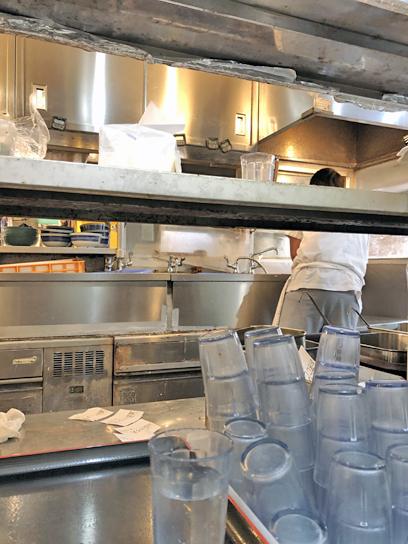 200102おにやんま新橋厨房作成中2.jpg