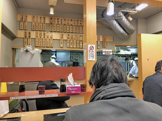 200218そばよし本店厨房方面.jpg