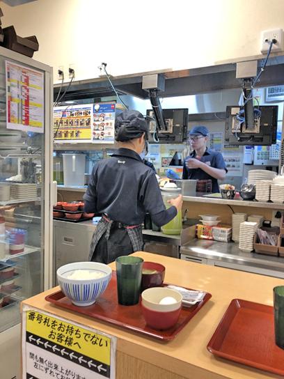 200222なか卯豊洲厨房作成中.jpg