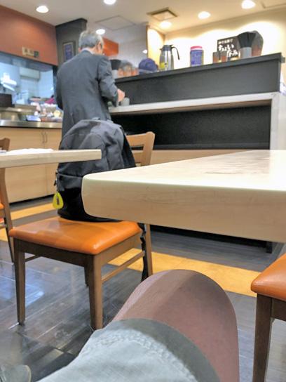 200630太郎築地2店内混雑3.jpg