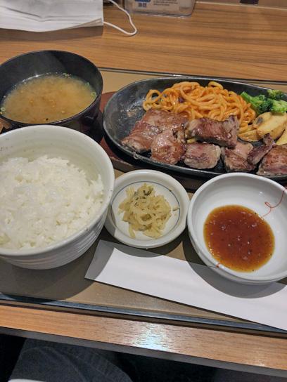 200718やよい軒木場カットステーキ定食2.jpg