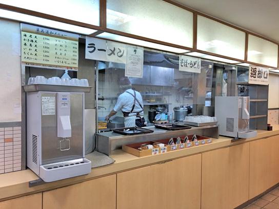 200822梅もと八重洲厨房作成中.jpg