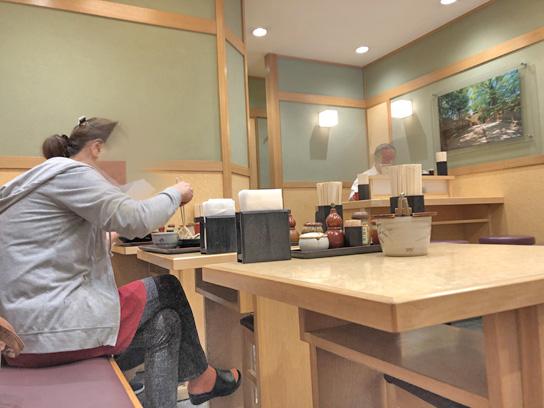 200903小諸日本橋店内.jpg