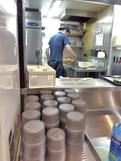 200924太郎人形町厨房作成中.jpg