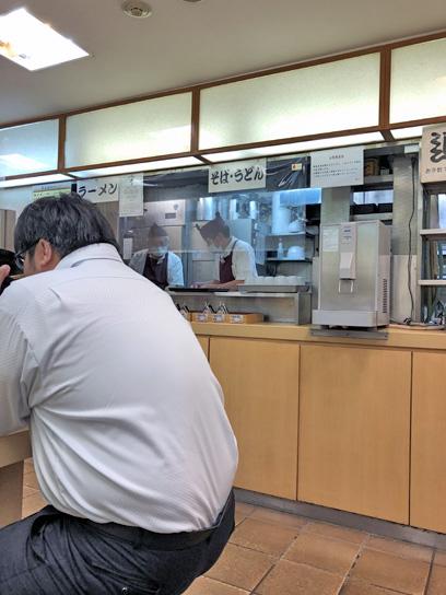 201029梅もと八重洲厨房作成中2.jpg