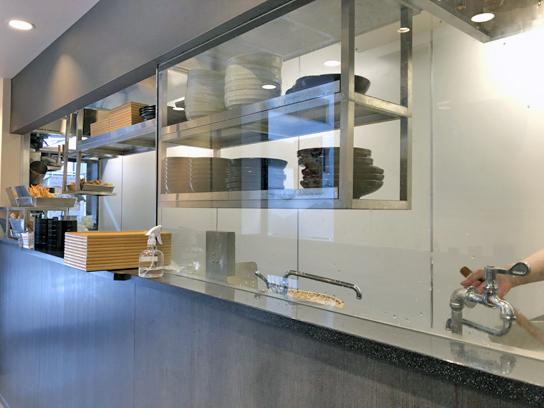 210325小諸八重洲厨房作成中.jpg