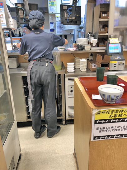 210527なか卯豊洲厨房作成中.jpg