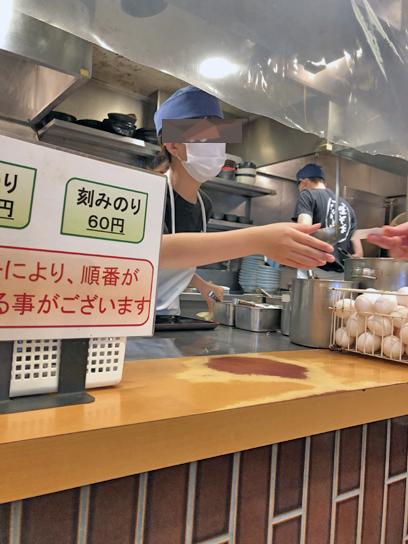 210822かのや新橋厨房作成中.jpg