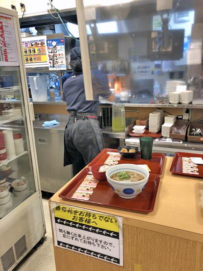 210902なか卯豊洲厨房作成中.jpg