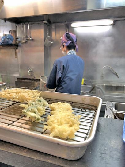 210923文殊両国駅前厨房作成中2.jpg